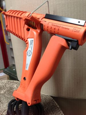 3M LTQ Glue Gun (Low Temperature) for use with 3762LT, 3792LM Hot Melt & 3798 Gummy Glue
